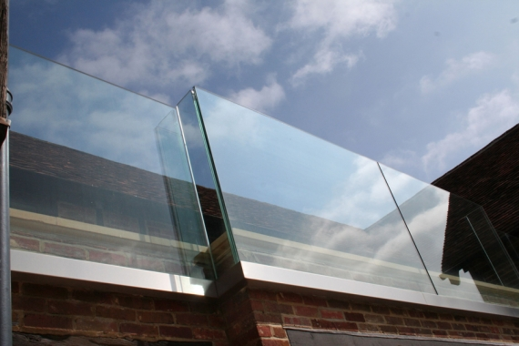 Bespoke structural glass in luxury renovations